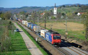 ©Foto: Railmen-Lokführer: Marcel Langnickel   SBB Cargo-Ganzzug am Rheinufer bei Denzlingen