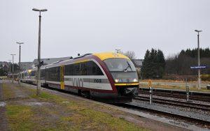 Siemens Desiro Dieseltriebwagen der Baureihe 642 der Städtebahn Sachsen am BHF Altenberg