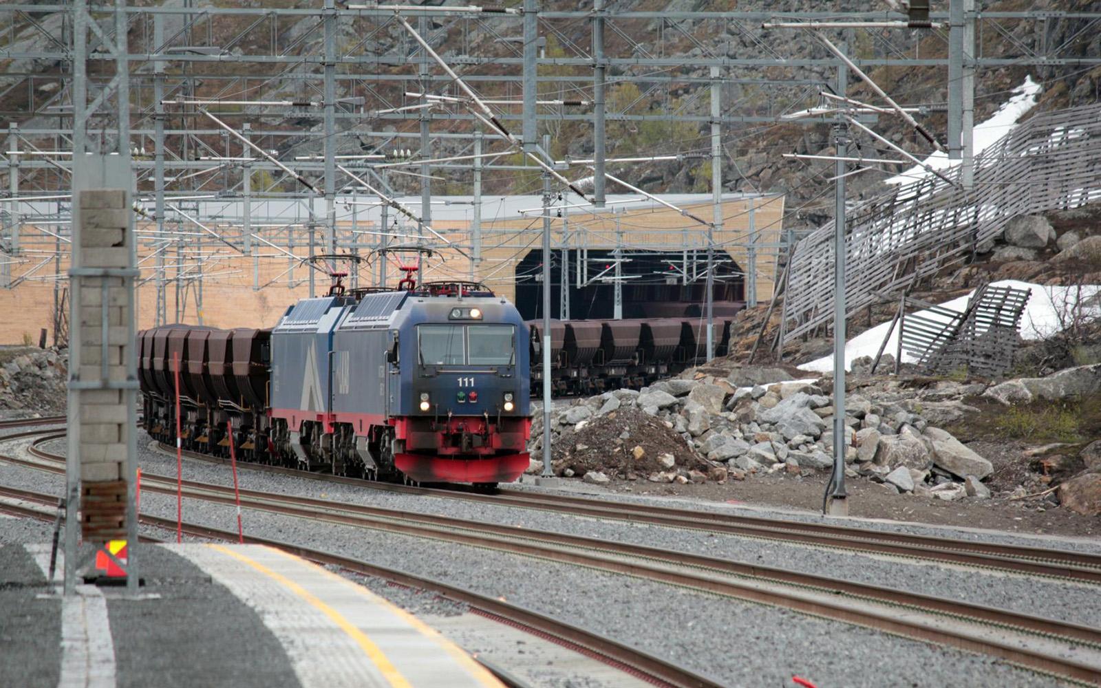 Foto: Railmen-Lokführer Christian Wodzinski hat sich iim vergangenen Jahr aufgemacht, die Eisenbahnwelt Schwedens zu erkunden. Den Endpunkt seiner Reise bildetet Kiruna, die bekannte Erzstadt im hohen Norden. Hier ein Erzzug.