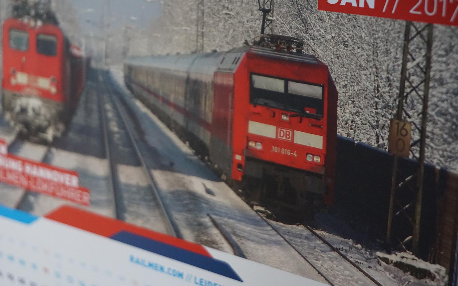 Foto: Das Titelbild des railmen-Kalenders 2017 - mit einem Motiv von railmen-Lokführer Denis Herwig. Wie immer gestalteten die railmen-Lokführer den Kalender maßgeblich durch ihre überall auf der Welt aufgenommenen Fotomotive der Bahnwelten auf normaler oder schmaler Spur, im Norden oder im Süden, in Europa oder in Übersee.
