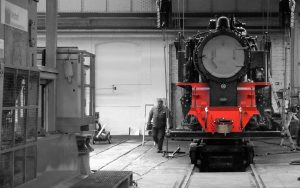 Tenderlokomotive am Kran im Werk