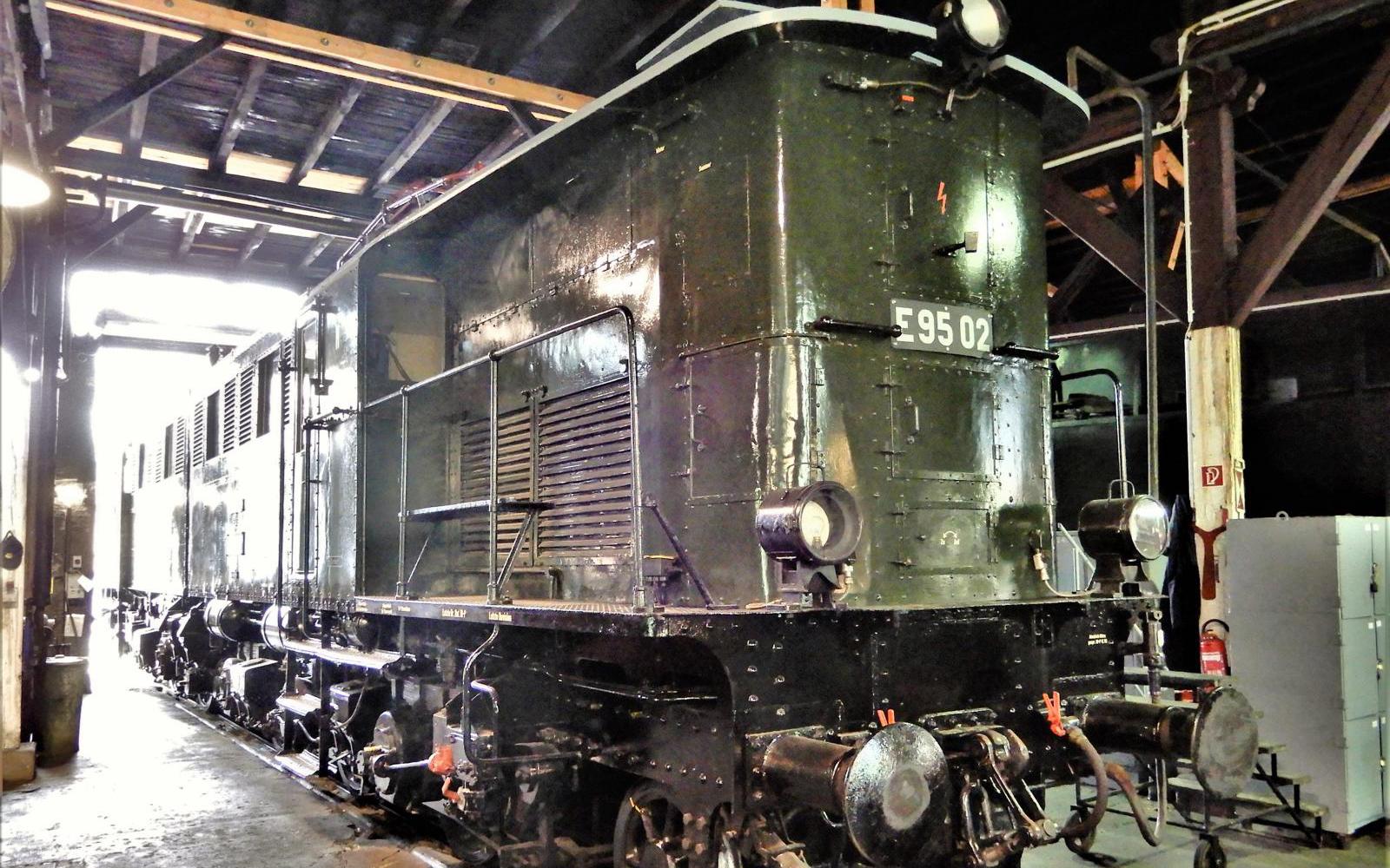 ©Foto: Christian Wodzinski | railmen | Im Lokschuppen des DB Museums Halle | Güterzuglokomotive E95 02