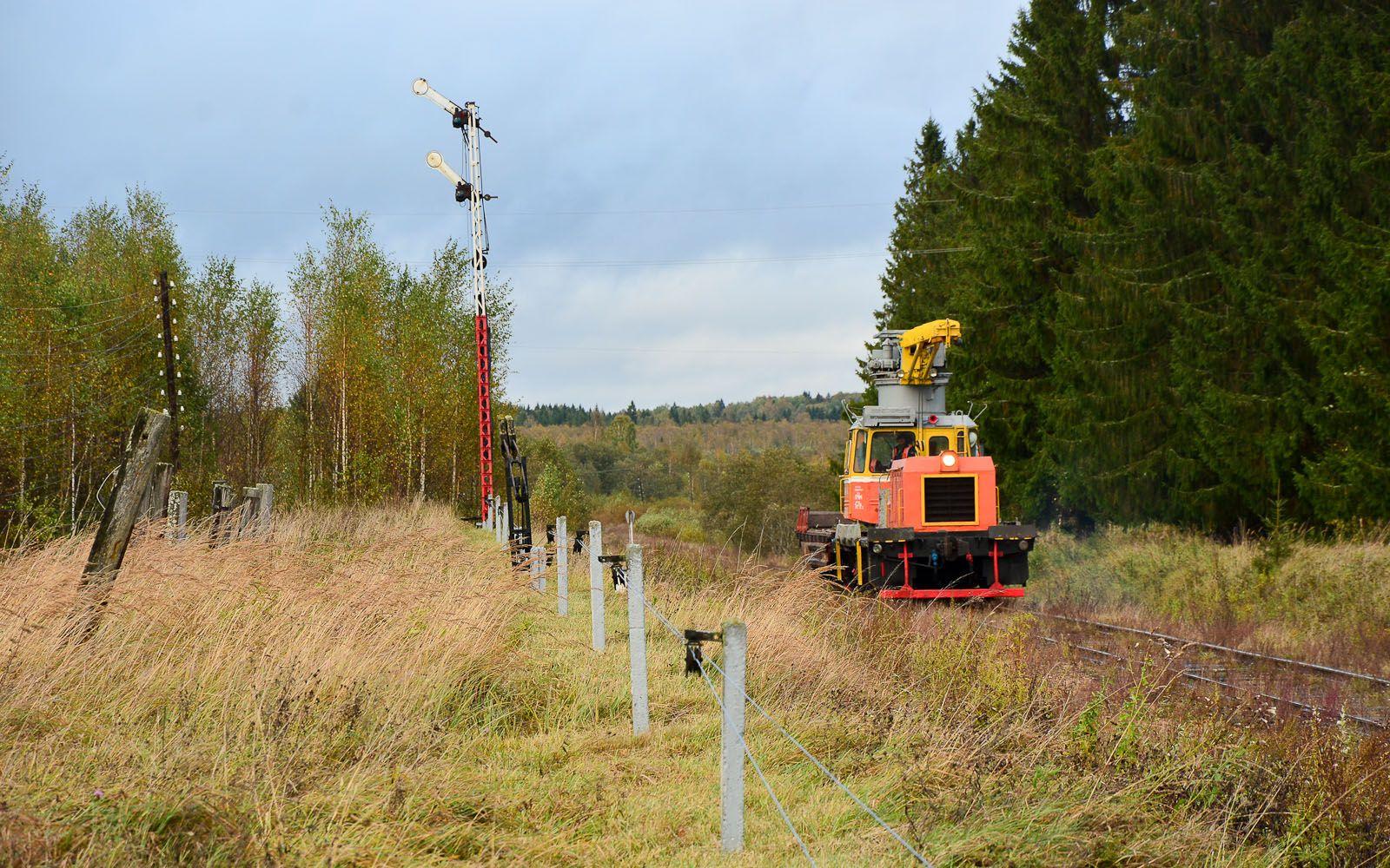 ©Foto: railmen Steffen Mann | Arbeitsfahrzeug MMT-4-143 fährt am Einfahrformsignal des Bf Ranzewo ein