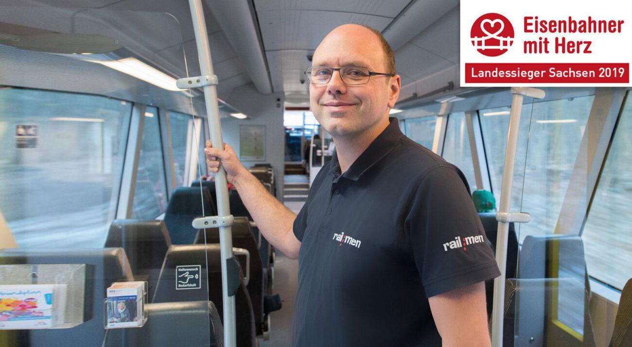 Landessieger Sachsen Lokführer Jan Krehl im Fahrgastraum der MRB