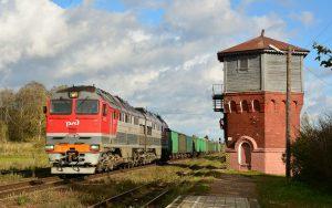 РЖД-Lok TE 116YA-005 mit Güterzug am Bahnhof Msta