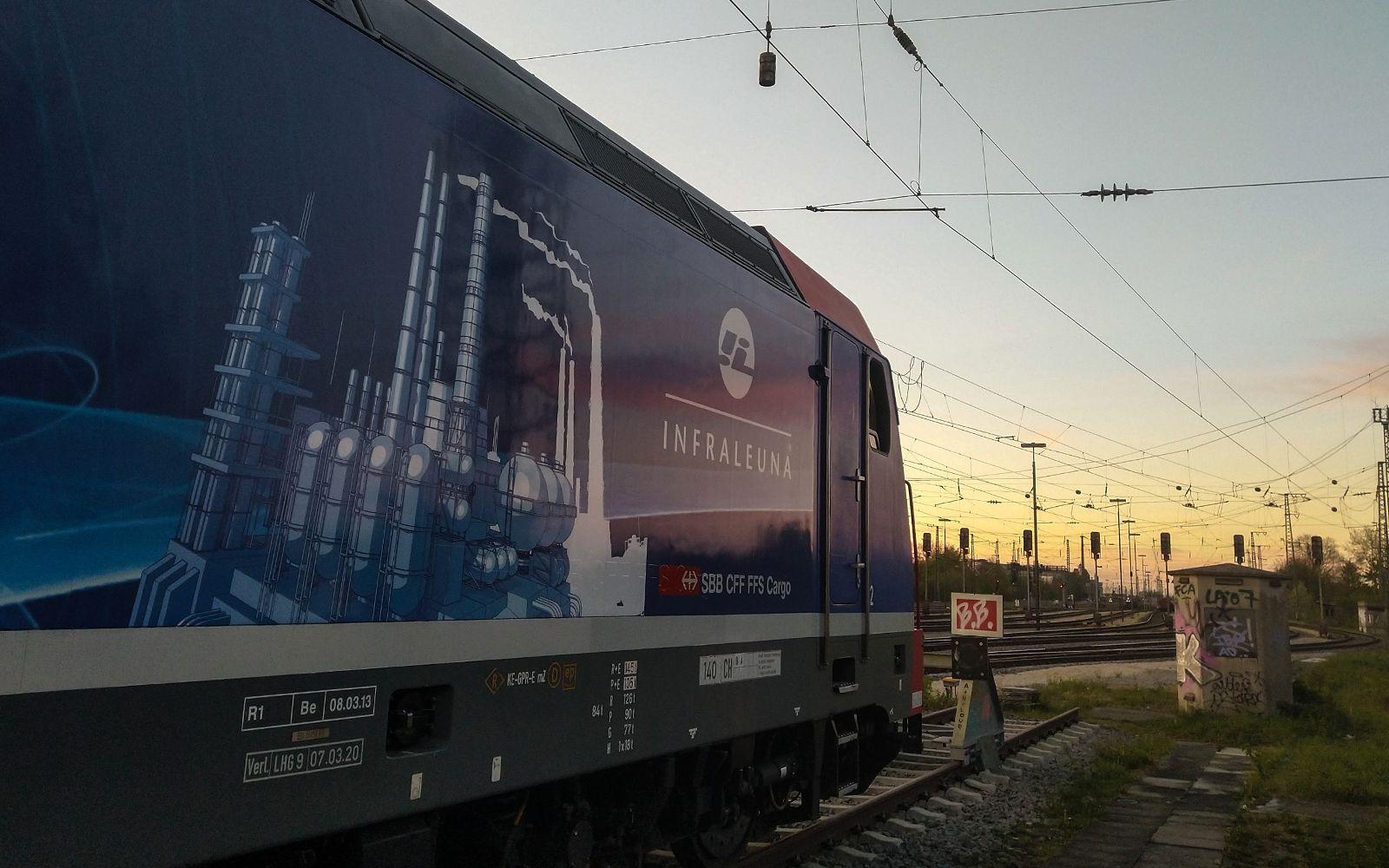 ©Foto: Denis Herwig | railmen | Lokführer im Dienst für InfraLeuna | Sonnenuntergang bei Augsburg