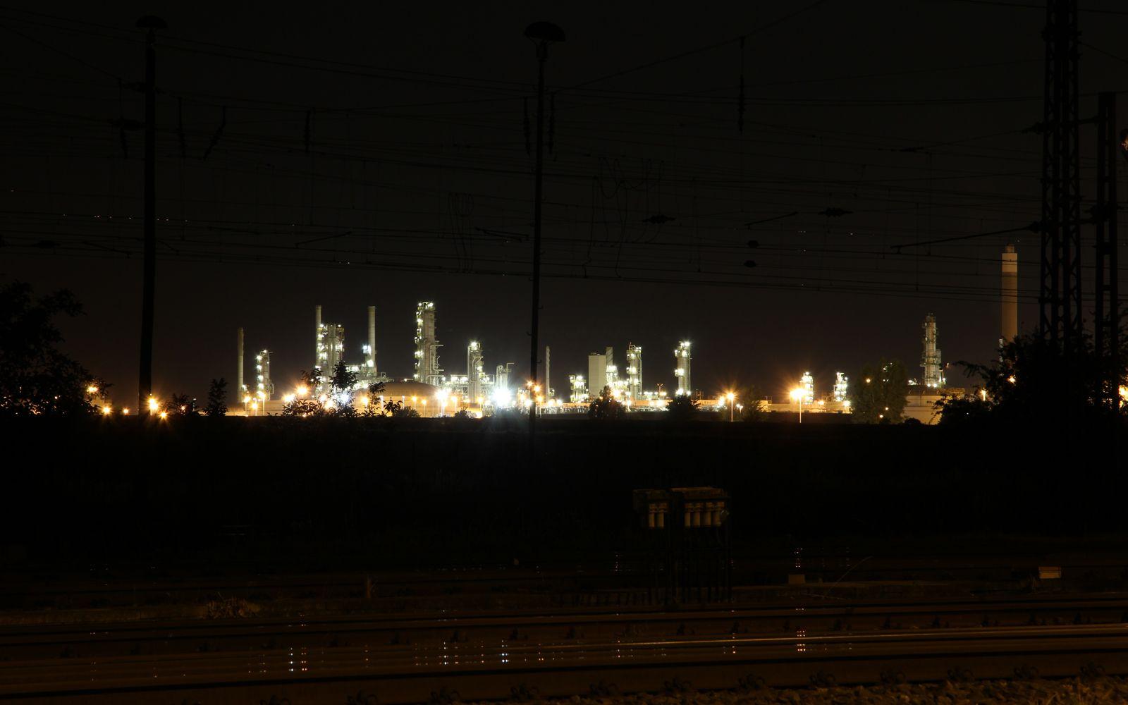 ©Foto: Denis Herwig | railmen | Lokführer im Dienst für InfraLeuna | Leuna Raffinerie bei Nacht