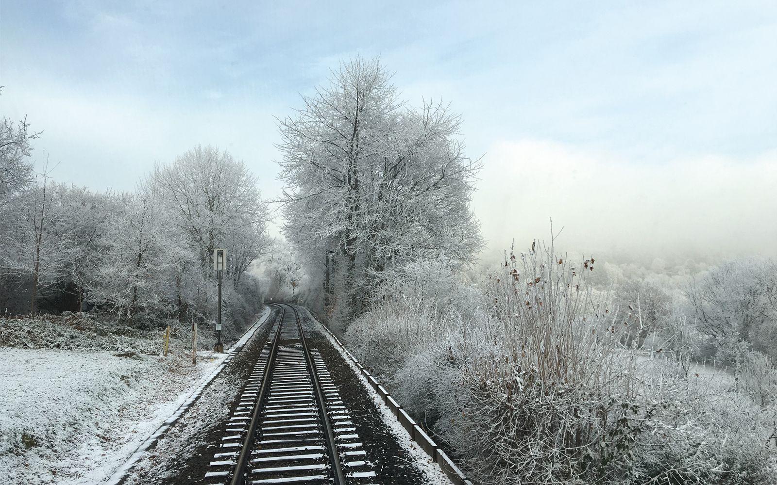 JANUAR-MOTIV 2019 | ©FOTO: RAILMEN-LOKFÜHRER JAN KREHLMALERISCHE WINTERLANDSCHAFT ZWISCHEN HORNAU UND KÖNIGSTEIN