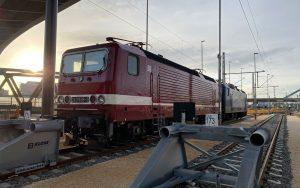 BR 243 in Original Lackierung der DR auf dem HBF Ulm