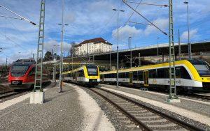 Züger der SWEG und DB beim Einfahren in den Hauptbahnhof Ulm