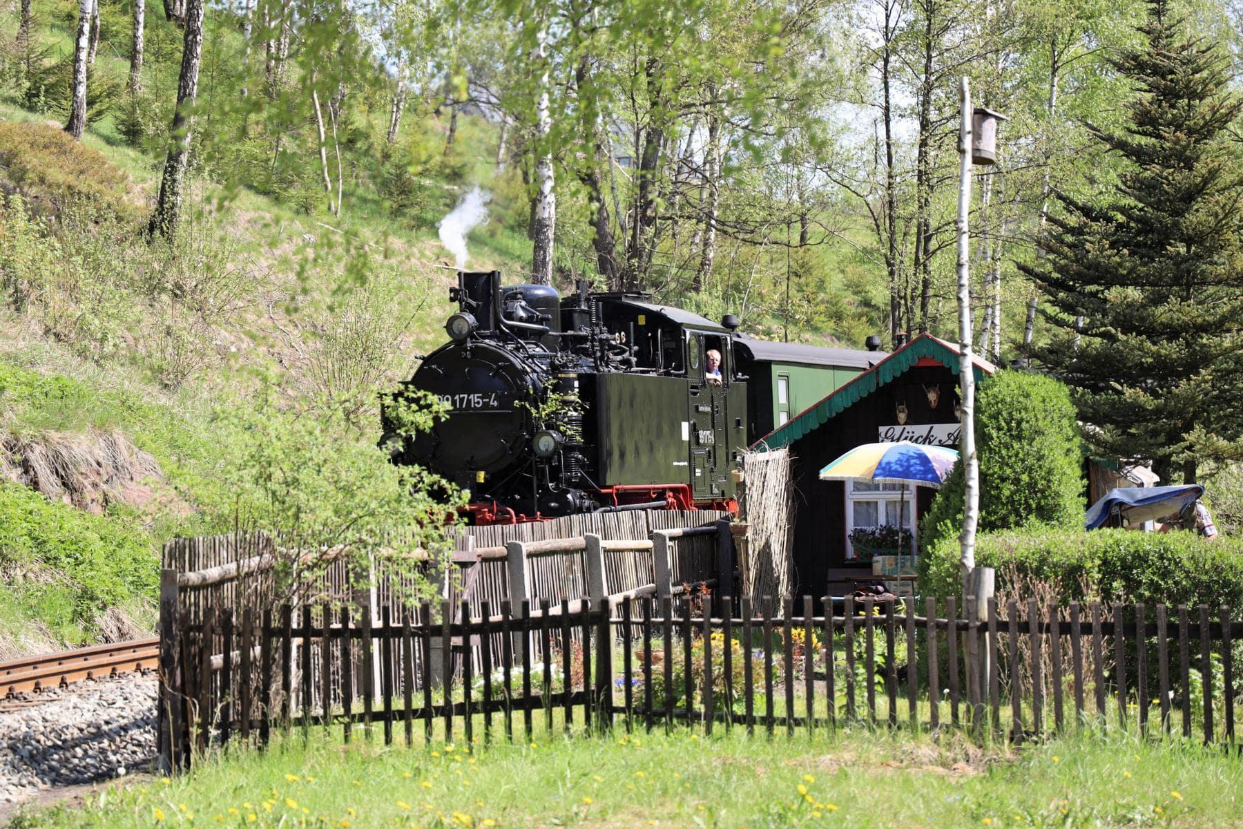 ©Foto: Christian Wodzinski | railmen | Kleingarten unmittelbar am Einfahrgleis Bahnhof Jöhstadt.