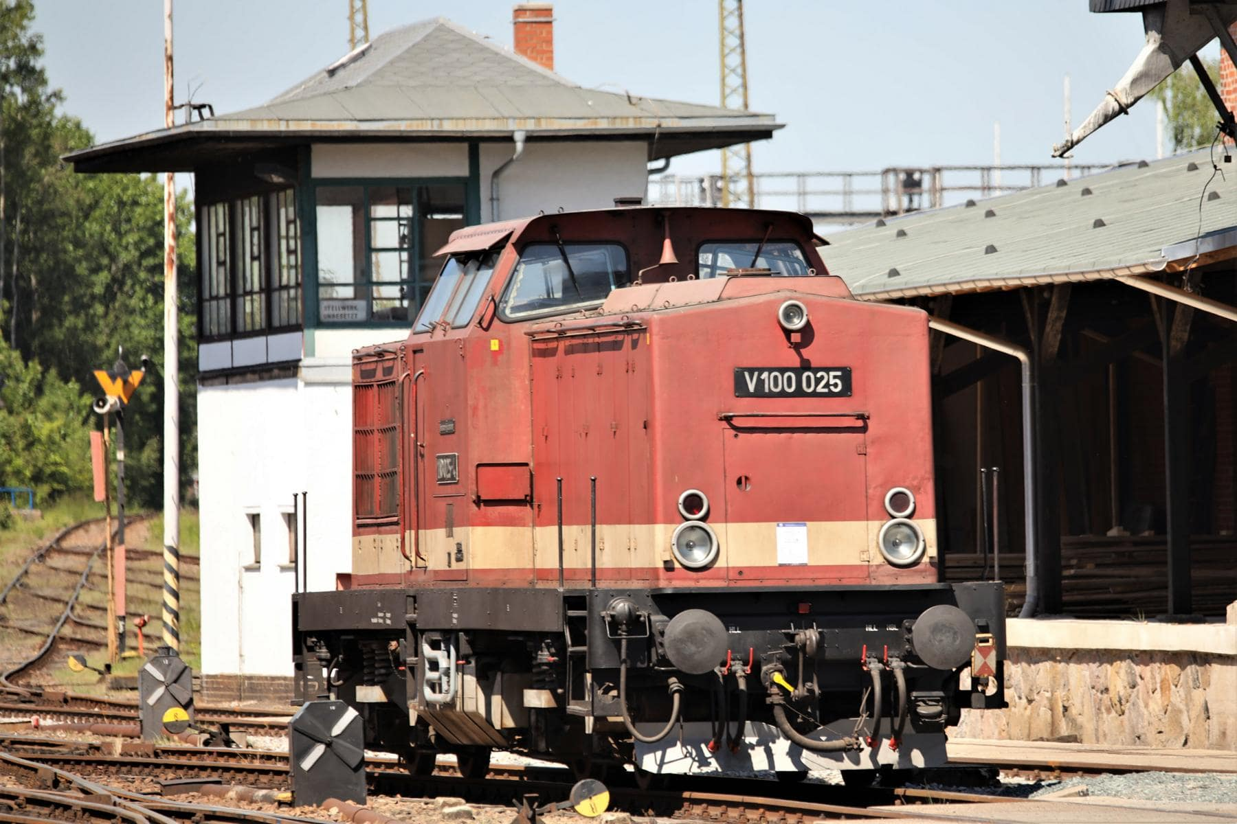 ©Foto: Christian Wodzinski | railmen | Vierachsige Universallokomotive der V100-Serie – 1967 an die Deutsche Reichsbahn geliefert und an das Bahnbetriebswerk Karl-Marx-Stadt übergeben.