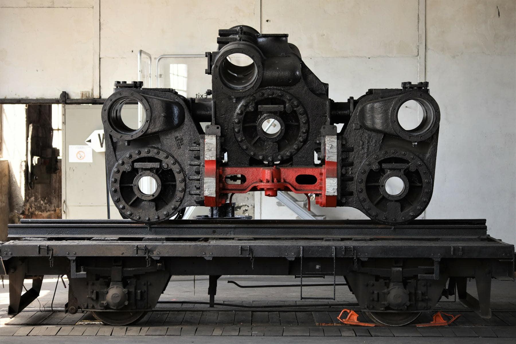 ©Foto: Christian Wodzinski | railmen | Zylinderblock einer Dampflok der Baureihe 44 – einer schweren, fünffach gekuppelten Güterzug-Einheitsdampflokomotive mit Drillingstriebwerk.