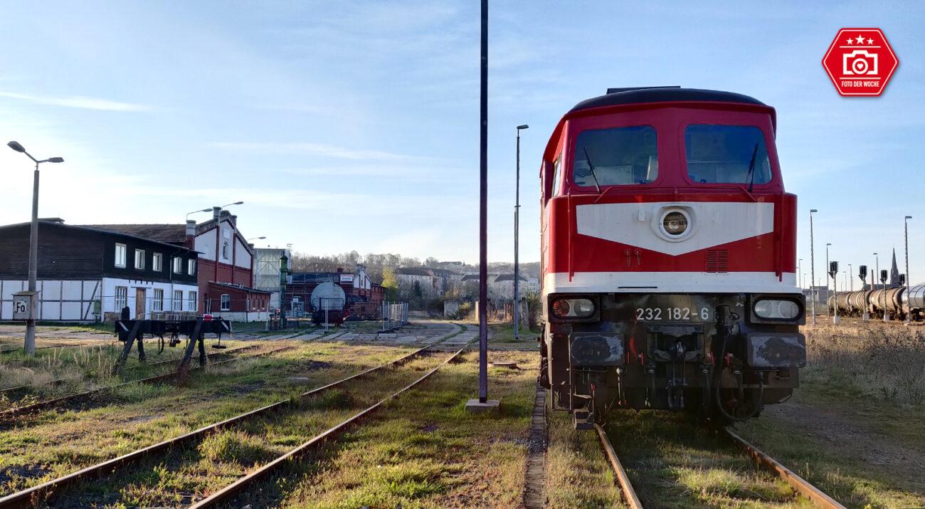 Die BR232 182-6 in Gera Gbf am Museum Gera. Die Lok wurde 1975 an die DR ausgeliefert und lief bis 2009 bei DB Cargo bis sie Z-gestellt wurde. 2014 kaufte die LEG die Lok und arbeitet sie wieder auf. Seitdem ist sie im Raum Leipzig wieder unterwegs.