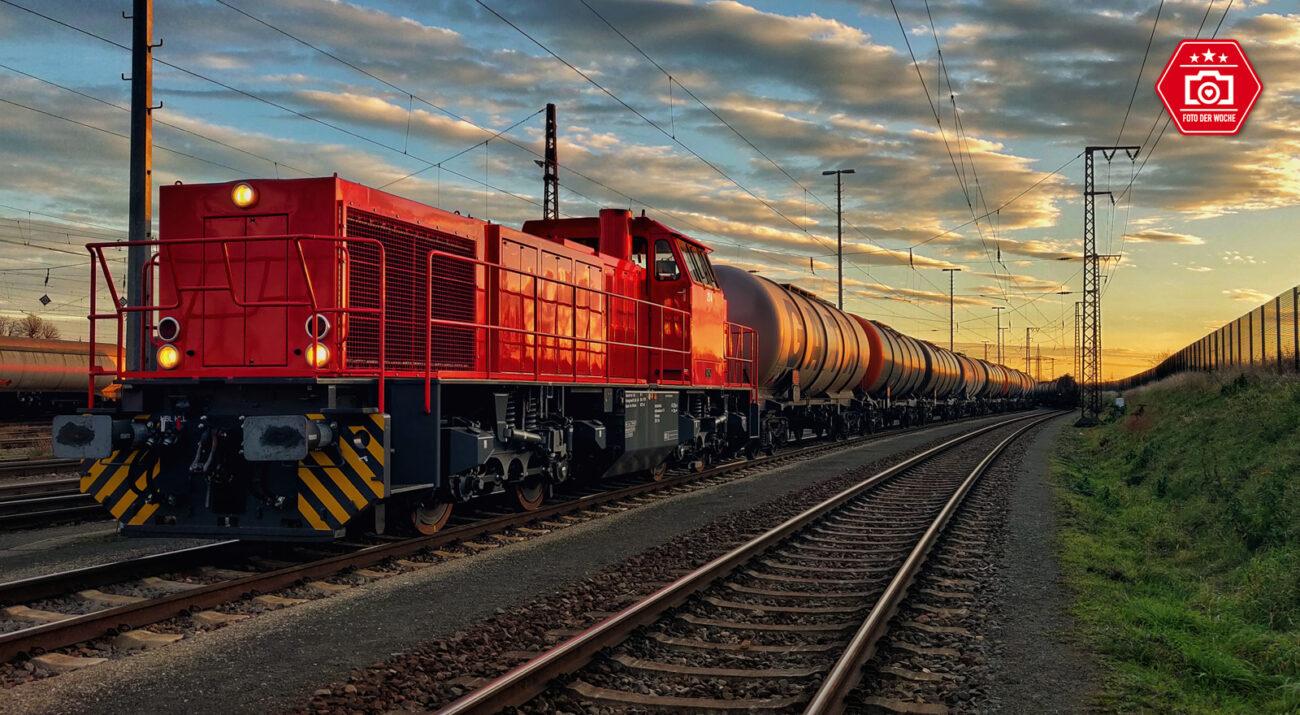 In Großkorbetha beim Zugdienst / Übergabeverkehr für die Leunawerke. Die Züge kommen in Großkorbetha mit dem EVU an, wo die Zuglok, in diesem Fall die 214 übernimmt und die Züge ins Werk nach Leuna bringt.