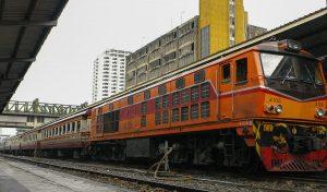 Bahnsteig mit Personenzug – SP EXP DRC – Special Express Diesel Railcar