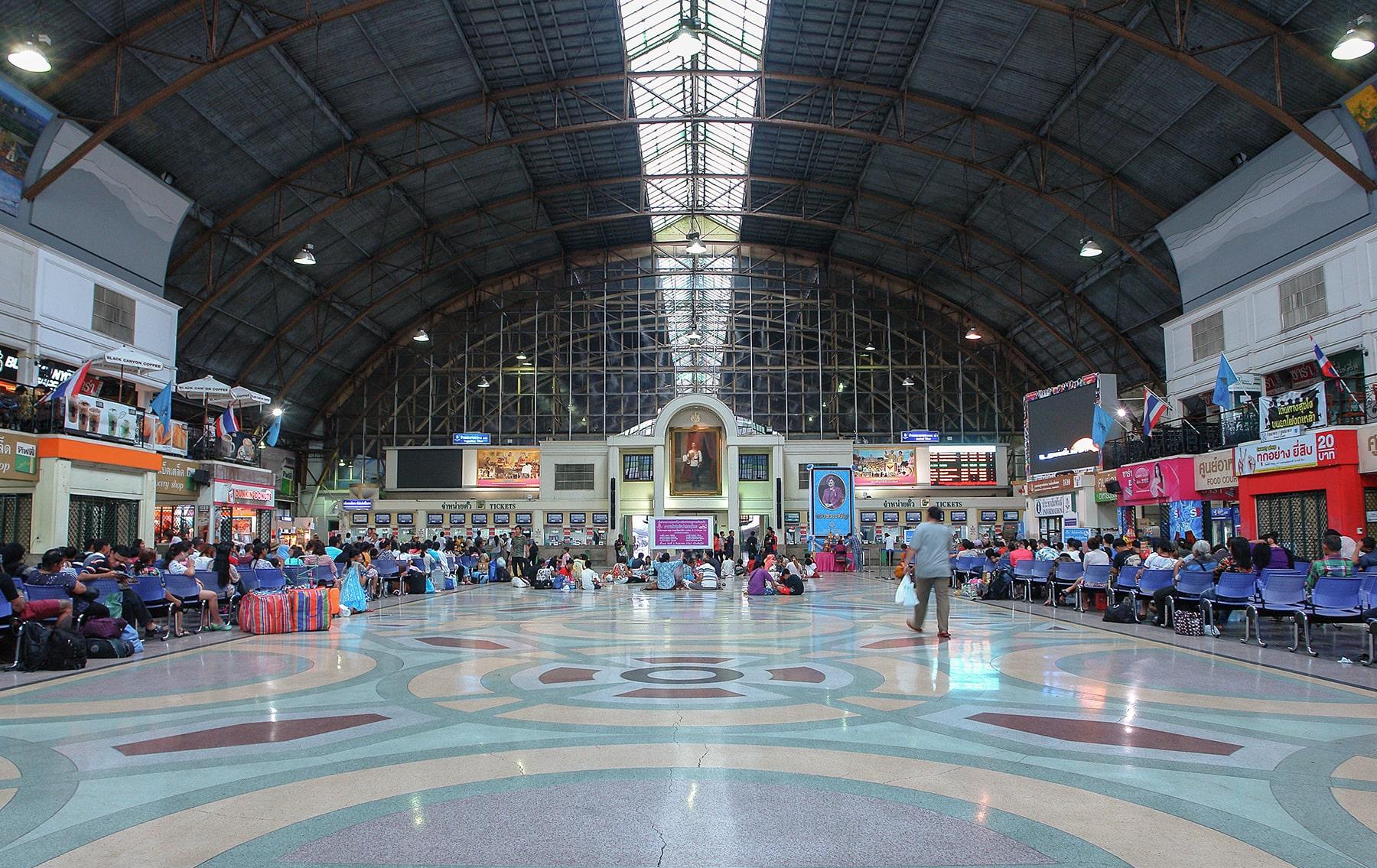 ©Foto: Marius Franke | railmen | Thailand – Innenansicht der Bahnhofshalle vom Bahnhof Hua Lamphong in Bangkok