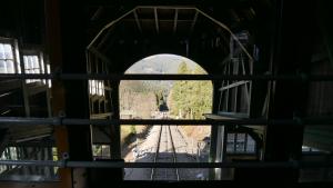 ©Foto: Tim Allgaier | 2021 | railmen Azubis unterwegs mit der Oberweißbacher Berg- und Schwarzatalbahn | Talblick