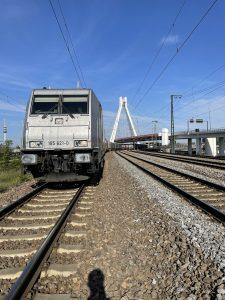 ©Foto: Oliver Külper | railmen | KURZE PAUSE IN LUDWIGSHAFEN – Unterwegs für Railtraxx auf der Eisenbahn-Strecke: Aachen West - Karlsruhe mit der Baureihe 185